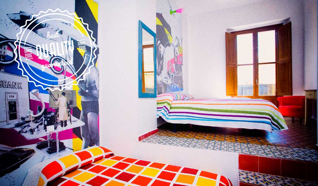 Rooms of colors in Home Youth Hostel Valencia